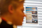 Julian wordt ge&iuml;nterviewd over zijn motivatie om deel te nemen. Bij de VU in Amsterdam worden testen gedaan met potentiele renners voor de VeloX VI. In september wil het Human Power Team Delft en Amsterdam, dat bestaat uit studenten van de TU Delft en de VU Amsterdam, tijdens de World Human Powered Speed Challenge in Nevada een poging doen het wereldrecord snelfietsen te verbreken. Het record is met 139,45 km/h sinds 2015 in handen van de Canadees Todd Reichert.<br /> <br /> With the special recumbent bike the Human Power Team Delft and Amsterdam, consisting of students of the TU Delft and the VU Amsterdam, also wants to set a new world record cycling in September at the World Human Powered Speed Challenge in Nevada. The current speed record is 139,45 km/h, set in 2015 by Todd Reichert.
