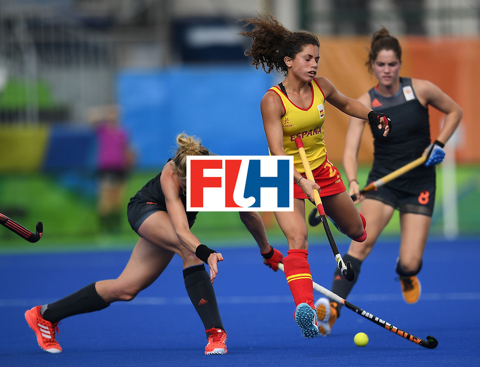 Spain's Gigi Oliva (C) is chased by the Netherland's Willemijn Bos and Marloes Keetels  during the women's field hockey Netherlands vs Spain match of the Rio 2016 Olympics Games at the Olympic Hockey Centre in Rio de Janeiro on August, 7 2016. / AFP / MANAN VATSYAYANA        (Photo credit should read MANAN VATSYAYANA/AFP/Getty Images)