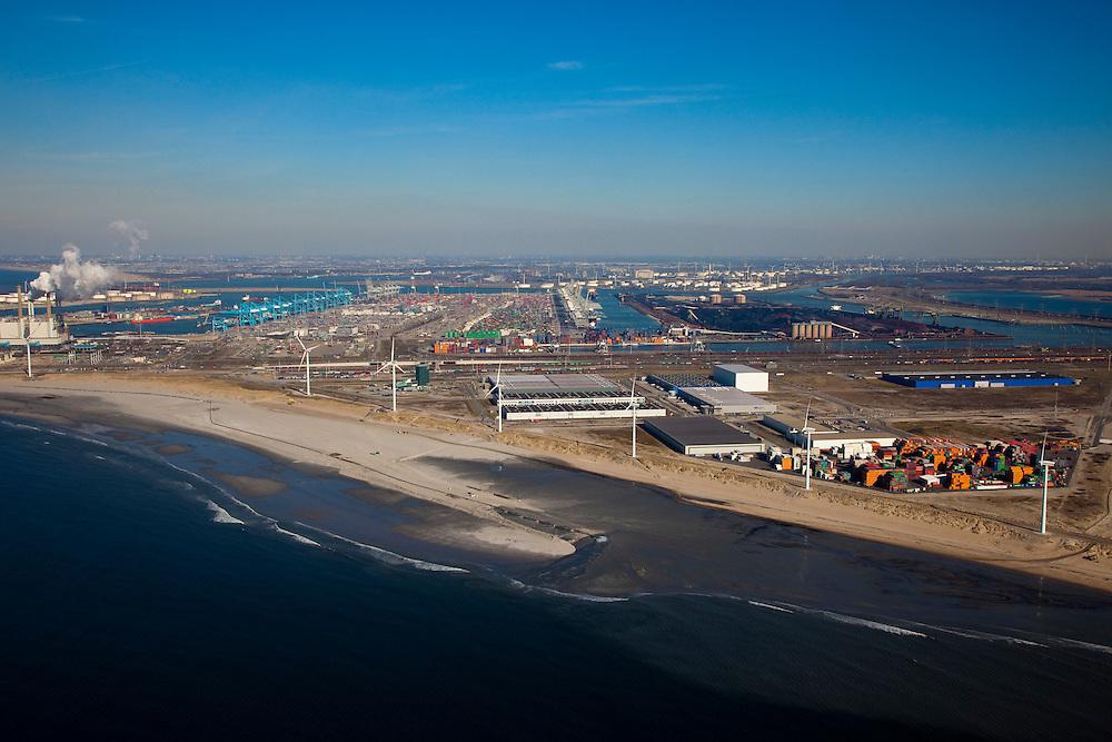 Nederland, Rotterdam, Maasvlakte, 20-03-2009; kust van de (oude) Maasvlakte, zandpersleidingen op het strand voeren zand aan voor de aanleg van de Tweede Maasvlakte. Op het tweede plan v.l.n.r.:  de poederkoolgestookte elektricitieitscentrale van E.ON (EON), ECT Delta Terminal (container terminal) in de Europahaven, ertsopslag aan de Mississippihaven en aan de horizon Europoort. Sand discharge on the beach  for the construction of the Second Maasvlakte. Middle from l to r:  the powdered coal-fired power plant of E. ON (EON), ECT Delta Terminal (container terminal) and ore storage. At the skyline Europoort...Swart collectie, luchtfoto (toeslag); Swart Collection, aerial photo (additional fee required); .foto Siebe Swart / photo Siebe Swart