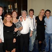 NLD/Hilversum/20061003 - 1e Tryout concert Rene Froger, familie Froger, zwangere dochter Natascha met partner Joey, vader Jan en moeder Mien, Rene en partner Natascha zoon Danny en partner Kimberly