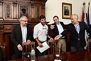 20180419-Mesa redonda &ldquo;Mercosur, TLC con Chile y los riesgos del aislamiento comercial&rdquo;, organizado por el sector &quot;Todos&quot; del Partido Nacional/ Fernando Pena - adhocFOTOS/ URUGUAY/ MONTEVIDEO/ Lugar / <br /> En la foto: El directorio del Partido Nacional reciben al presidente del PIT-CNT en la sede del Partido Nacional . Foto: Fernando Pena/ adhocFOTOS