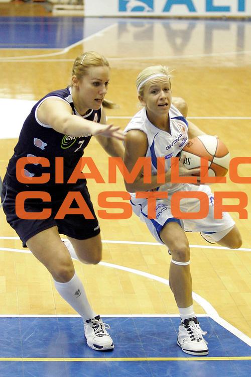 DESCRIZIONE : Napoli LBF Napoli Basket Vomero Erg Power&amp;Gas Priolo<br /> GIOCATORE : Marija Eric<br /> SQUADRA : Napoli Basket Vomero<br /> EVENTO : Campionato Lega Basket Femminile A1 2009-2010<br /> GARA : Napoli Basket Vomero Erg Power&amp;Gas Priolo<br /> DATA : 17/10/2009 <br /> CATEGORIA : palleggio<br /> SPORT : Pallacanestro <br /> AUTORE : Agenzia Ciamillo-Castoria/A.De Lise