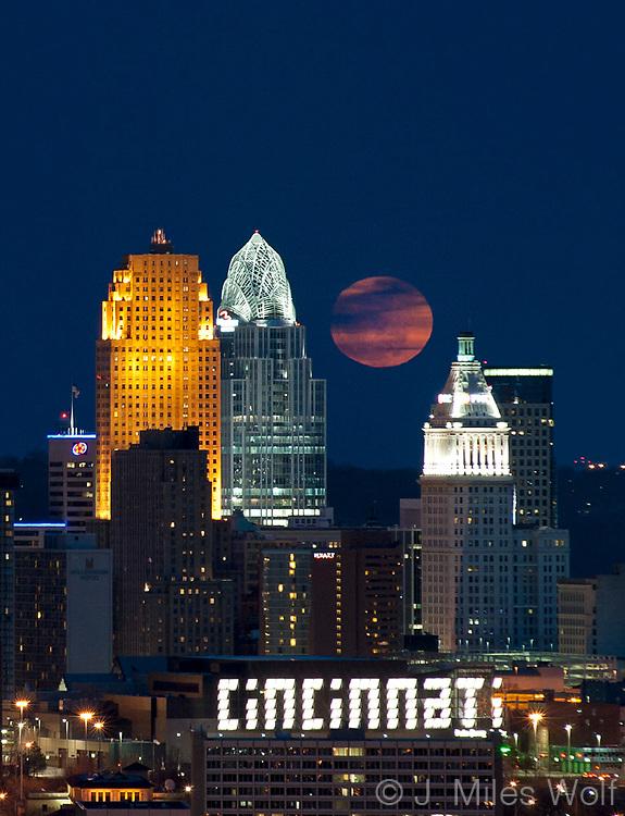 Cincinnati at Twilight with a rising Super Moon