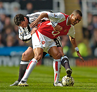 Fotball<br /> Photo. Jed Wee, Digitalsport<br /> NORWAY ONLY<br /> Newcastle United v Arsenal, FA Barclaycard Premiership, St James' Park, Newcastle. 11/04/2004.<br /> Newcastle's Gary Speed (L) tries to wrestle Arsenal's Gilberto Silva off the ball.