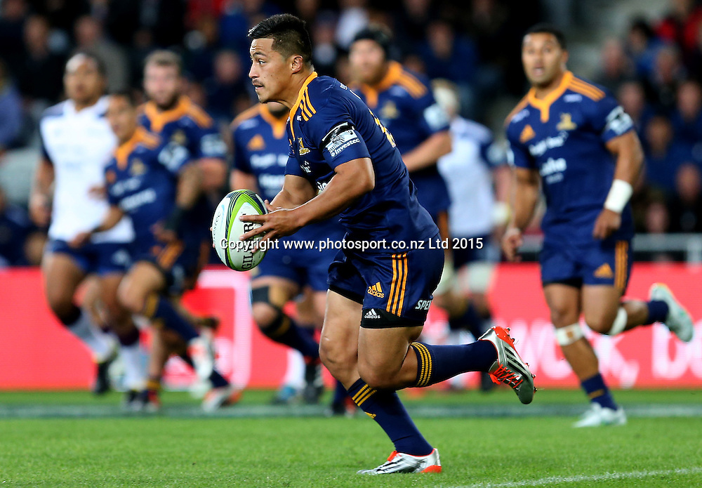 Highlanders Jason Emery runs the ball during the Super 15 rugby match between the Highlanders and the Blues at Forsyth Barr Stadium, Dunedin, Saturday, April 18, 2015. Photo: Dianne Manson / www.photosport.co.nz