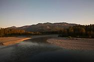 Solnedg&aring;ng &ouml;ver landskap sett fr&aring;n Amraks t&aring;gstr&auml;cka The Empire Builder.<br /> <br /> Foto: Christina Sj&ouml;gren