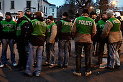 Dresden | 19.11.2011..Neonazis aus ganz Deutschland und aus anderen Ländern Europas planten in Dresden wie in den vergangenen Jahren eine Demonstration (Trauermarsch), um an die Bombardierung Dresdens am 13.02.1945 zu erinnern. Der Tag entwickelte sich für die Neonazis zum Fiasko, über 20000 Demonstranten verhinderten mit Mahnwachen, Demonstrationen und Blockaden die Demo-Versuche der Neonazis..Hier: Polizeibeamte der PMS aus Berlin...©peter-juelich.com..[No Model Release | No Property Release]