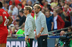 LONDON, ENGLAND - Saturday, August 6, 2016: Liverpool's head of fitness and conditioning Andreas Kornmayer and manager Jürgen Klopp during the International Champions Cup match against FC Barcelona at Wembley Stadium. (Pic by Xiaoxuan Lin/Propaganda)