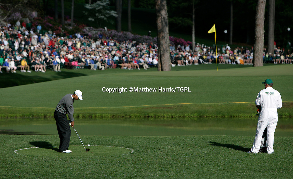 US MASTERS 2006 - Augusta National / GA - USA - D3<br /> Tiger WOODS (US) 3rd rd - plays out of drop zone at 15th - par 5 after hitting 2nd shot into the water.