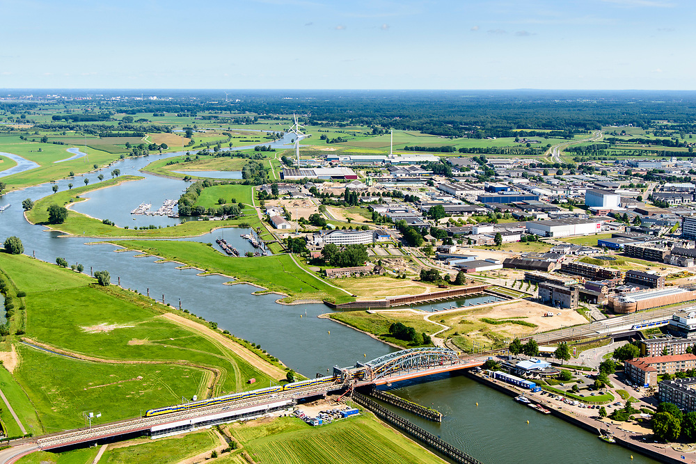 Nederland, Gelderland, Gemeente Zutphen, 17-07-2017; spoorbrug over de IJssel (IJsselkade) richting industrie- em bedrijventerrein.<br /> River IJssel with next to the railway bridge the station<br /> <br /> luchtfoto (toeslag op standard tarieven);<br /> aerial photo (additional fee required);<br /> copyright foto/photo Siebe Swart