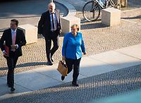 DEU, Deutschland, Germany, Berlin, 11.09.2019: Bundeskanzlerin Dr. Angela Merkel (CDU) und Regierungssprecher Steffen Seibert auf dem Weg zu einer Plenarsitzung im Deutschen Bundestag.
