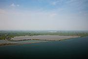 """Nederland, Noord-Holland, Gemeente Amsterdam, 28-04-2010; Kinselmeer aan de IJsselmeerdijk of Uitdammerdijk, tussen Durgerdam en Uitdam..Aan het meer, camping 'De Badhoeve' , op het schiereilandje in het midden aan de dijk komt een nieuw recreatieterrein, 'Ecopark Kinselmeer'. Het meer is oorspronkelijk ontstaan bij de dijkdoorbraak van de Waterlandse zeedijk in 1570 (de  Allerheiligenvloed) en bij volgende doorbraken, onder andere de watersnood van 1825,  steeds verder vergroot..Recreation grounds at Kinselmeer lake, between Durgerdam and Uitdam..On the small peninsula in the middle of the dike is a new recreational area,"""" Ecopark Kinselmeer """". The lake originates from the 1570 dike breach of the Waterland seawall (former Zuyder Zee dike). Subsequent breakthroughs, including the flood of 1825, have enalrged the lake..luchtfoto (toeslag), aerial photo (additional fee required).foto/photo Siebe Swart"""