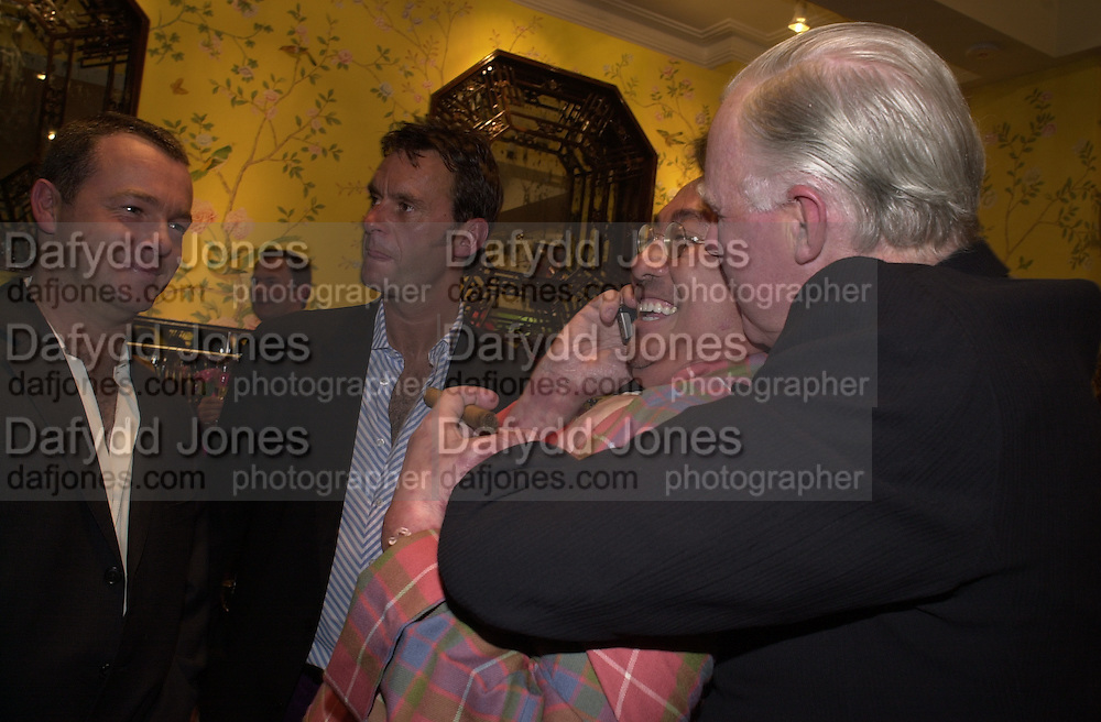 Jocelyn Stevens and David Tang. Shanghai Tang opening. Sloane St. 11 April 2001. © Copyright Photograph by Dafydd Jones 66 Stockwell Park Rd. London SW9 0DA Tel 020 7733 0108 www.dafjones.com