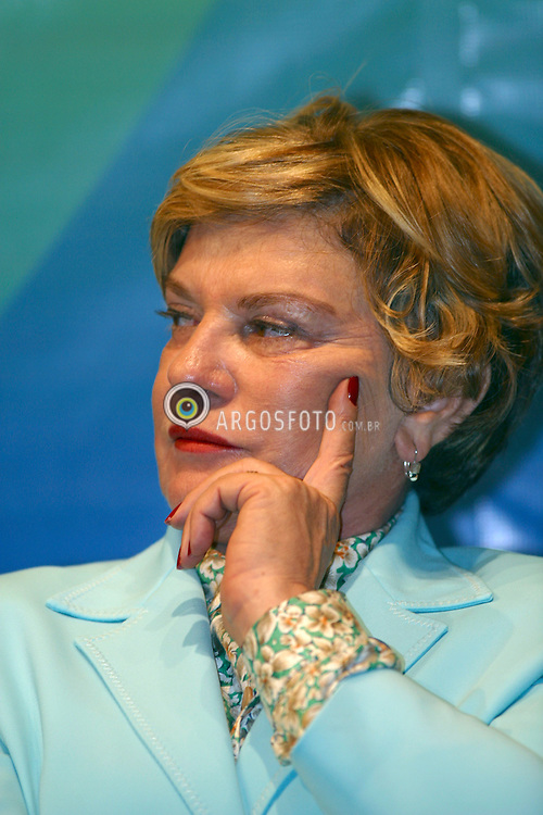 Sao Paulo, SP, Brasil.     Feb/2004.Marisa Leticia Lula da Silva, mulher do Presidente Luis Inacio Lula da Silva na abertura da Expo Fome Zero, no Anhembi, em Sao Paulo./ Marisa Leticia Lula da Silva, wife of President Lula on the opening of Expo Hunger Zero, a government programme to fight the hunger in Brazil..Foto Marcos Issa/Argosfoto