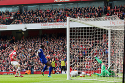 08.03.2014, Emirates Stadium, London, ENG, FA Cup, FC Arsenal vs FC Everton, Viertel Finale, im Bild Everton's Romelu Lukaku scores the first equalising goal against Arsenal // during the English FA Cup quater final match between Arsenal FC and Everton FC at the Emirates Stadium in London, Great Britain on 2014/03/08. EXPA Pictures © 2014, PhotoCredit: EXPA/ Propagandaphoto/ David Rawcliffe<br /> <br /> *****ATTENTION - OUT of ENG, GBR*****
