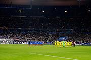 PARIS, FRANKRIKE - 2016-11-11: En tyst minut inf&ouml;r  VM-kvalmatchen mellan Frankrike och Sverige p&aring; Stade de France, Paris, den 11 november 2016.<br /> Foto: Nils Petter Nilsson/Ombrello<br /> ***BETALBILD***