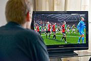 Nederland, Nijmegen, 24-9-2015Een jongen speelt de nieuwe versie van het voetbalspel FIFA 16 met NECFoto: Flip Franssen