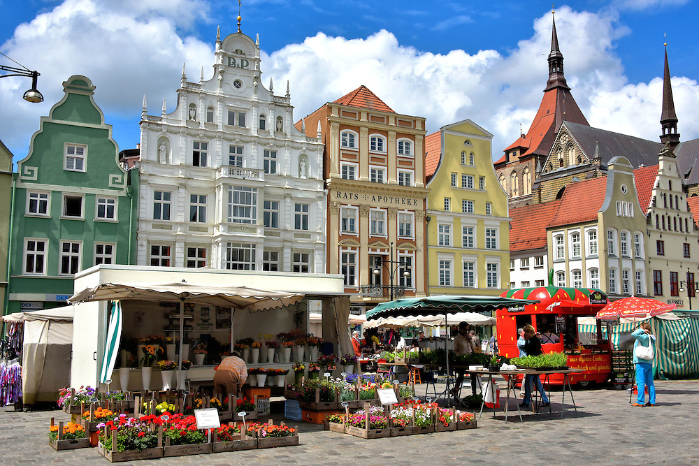 gable houses at neuer markt in rostock germany encircle photos. Black Bedroom Furniture Sets. Home Design Ideas