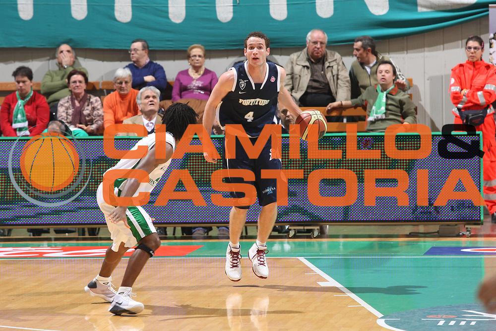 DESCRIZIONE : Siena Lega A1 2008-09 Montepaschi Siena Fortitudo Bologna<br /> GIOCATORE : marcelo huertas<br /> SQUADRA :  Fortitudo Bologna<br /> EVENTO : Campionato Lega A1 2008-2009 <br /> GARA : Montepaschi Siena Fortitudo Bologna <br /> DATA : 09/11/2008 <br /> CATEGORIA : palleggio<br /> SPORT : Pallacanestro <br /> AUTORE : Agenzia Ciamillo-Castoria/G.Ciamillo