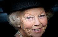 Prinses Beatrix der Nederlanden bezoekt vrijdagmorgen 28 november 2014  va