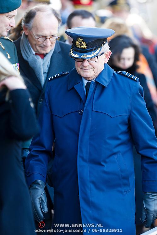 NLD/Breda/20130327 - HMH Konining Beatrix brengt decoratie Kosovo 1999 aan op vaandel Koninklijke Luchtmacht, Mr. Pieter van Vollenhoven