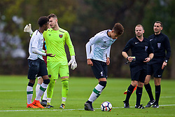 LONDON, ENGLAND - Saturday, November 4, 2017: Liverpool's Abdi Sharif makes up with West Ham United's goalkeeper Bobbie Biddle during the Under-18 Premier League Cup Group D match between West Ham United FC and Liverpool FC at Little Heath. (Pic by David Rawcliffe/Propaganda)