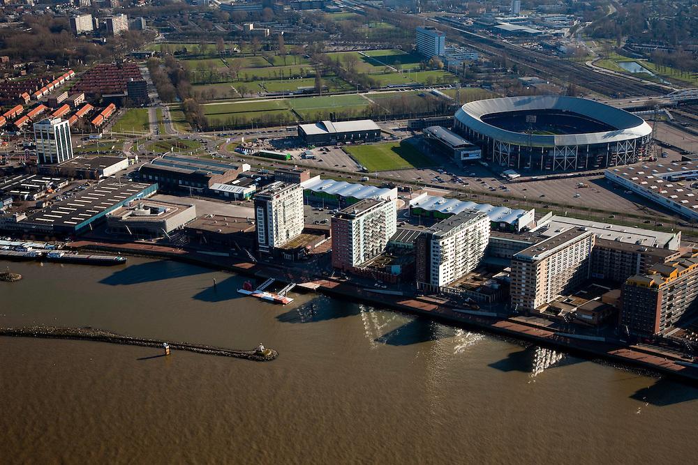 Nederland, Zuid-Holland, Rotterdam, 20-03-2009; Rotterdam-Zuid, deelgemeentes Feijenoord en IJsselmonde met het stadion Feijenoord ofwel 'De Kuip' van voetbalclub Feyenoord direct naast de spoorlijn. Links van de links flats op de oever van de Nieuwe Maas komt in de toekomst de Sport Campus Stadionpark. Op dit sportpark komt ook het nieuwe stadion, 'de nieuwe Kuip aan de Maas'.  Air view on the south bank of the river Meuse of Rotterdam middle right, the football stadium of Feijenoord, the Kuip. .Swart collectie, luchtfoto (toeslag); Swart Collection, aerial photo (additional fee required).foto Siebe Swart / photo Siebe Swart