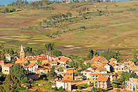 Madagascar. Village des environs de Antsirabe. // Madagascar. Traditional village on Hill around Antsirabe.
