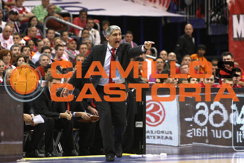 Berlino Eurolega 2008-09 Final Four Semifinale Olimpiacos Panathinaikos Atene<br /> GIOCATORE : Panagiotis Giannakis<br /> SQUADRA : Olimpiacos<br /> EVENTO : Eurolega 2008-2009 <br /> GARA : Olimpiacos Panathinaikos Atene<br /> DATA : 01/05/2009 <br /> CATEGORIA : Coach<br /> SPORT : Pallacanestro <br /> AUTORE : Agenzia Ciamillo-Castoria/C.De Massis<br /> Galleria : Eurolega 2008-2009 <br /> Fotonotizia : Berlino Eurolega 2008-2009 Final Four Semifinale Olimpiacos Panathinaikos Atene <br /> Predefinita :