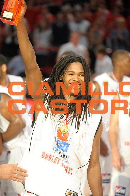 DESCRIZIONE : Ligue France Pro A  Le Mans Cholet  Finale<br /> GIOCATORE : Gelabale Mickael <br /> SQUADRA : Cholet<br /> EVENTO : FRANCE Ligue  Pro A 2009-2010<br /> GARA : Le Mans Cholet<br /> DATA : 13/06/2010<br /> CATEGORIA : Basketball Pro A Trophee Cholet Victoire Trophee MVP<br /> SPORT : Basketball<br /> AUTORE : JF Molliere par Agenzia Ciamillo-Castoria <br /> Galleria : France Ligue Pro A 2009-2010 <br /> Fotonotizia : Ligue France Pro A  Le Mans Cholet Finale<br /> Predefinita :