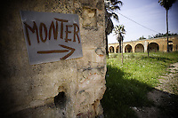 Monteruga è una località disabitata del comune di Veglie in provincia di Lecce. Sorta nel ventennio fascista, è un tipico esempio di villaggio dell'Ente Riforma. Si sviluppò in seguito alla riforma fondiaria del 1950 quando numerosi terreni agricoli furono espropriati ed assegnati ai contadini che qui vi si stabilirono. La storia di Monteruga come centro abitato termina con la privatizzazione dell'azienda agricola negli anni ottanta; restano, a testimonianza di un recente passato, gli alloggi, la scuola, la piazza centrale, la chiesa intitolata a sant'Antonio Abate. Il toponimo allude ad un colle solcato da un fosso.<br /> Monteruga is an uninhabited place near Veglie, in the province of Lecce. The name alludes to a hill crossed by a ditch. Founded in Fascist era, it is a typical example of the village of The Reformation. It was developed after the land reform of 1950 when many farmlands were expropriated and given to the peasants who settled there. The story of Monteruga as town ends during the eighties. In memory of the recent past, at present it remain the school, the central square, the church dedicated to St. Anthony the Abbot.