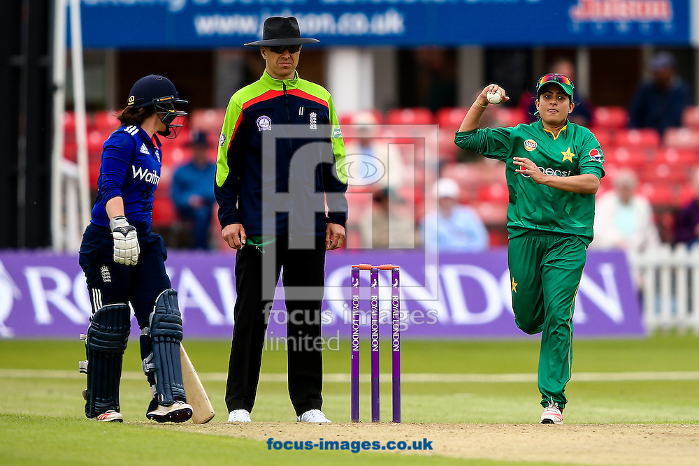 Sana Mir of Pakistan (right) in delivery stride during the Royal London One Day Series match at Fischer County Ground, Leicester<br /> Picture by Andy Kearns/Focus Images Ltd 0781 864 4264<br /> 21/06/2016