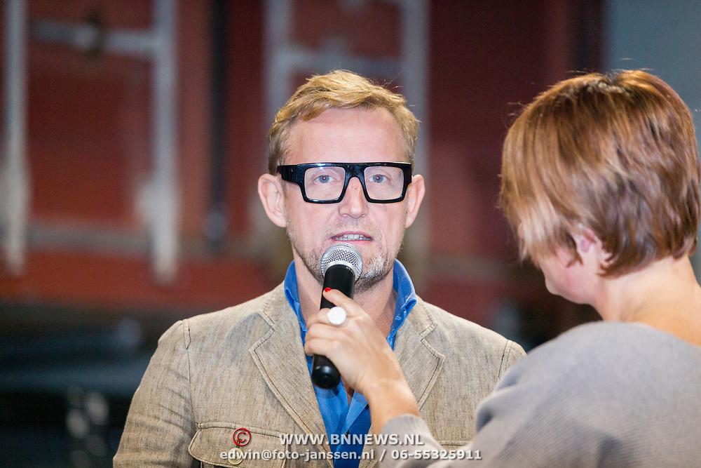 NLD/Rotterdam/20171117 - Opening TYR Boxing, Bernhard van Oranje Jr. word geinterviewd