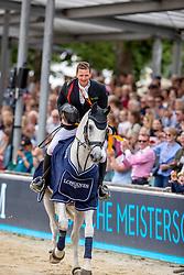 Haßmann Felix (GER), Cayenne WZ<br /> Balve - Longines Optimum 2019<br /> Siegerehrung<br /> Impressionen Abreiteplatz<br /> LONGINES Optimum Preis<br /> Deutsche Meisterschaft der Springreiter<br /> Finalwertung<br /> 16. Juni 2019<br /> © www.sportfotos-lafrentz.de/Stefan Lafrentz