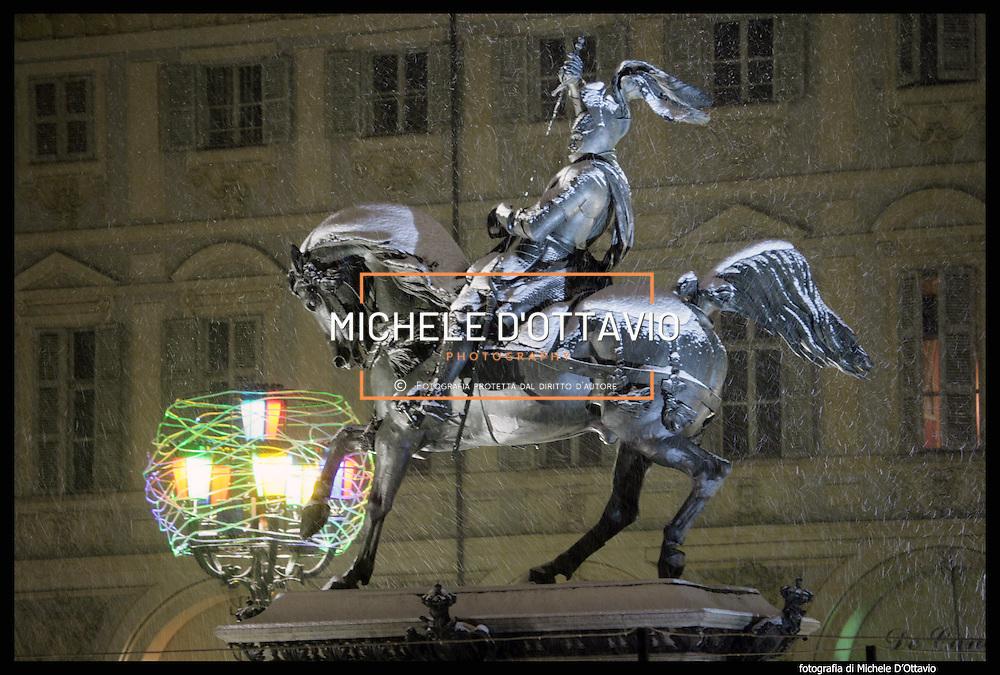 Nella foto Piazza San Carlo e il monumento Caval 'd Brôns Turin under snow, Torino sotto la neve.