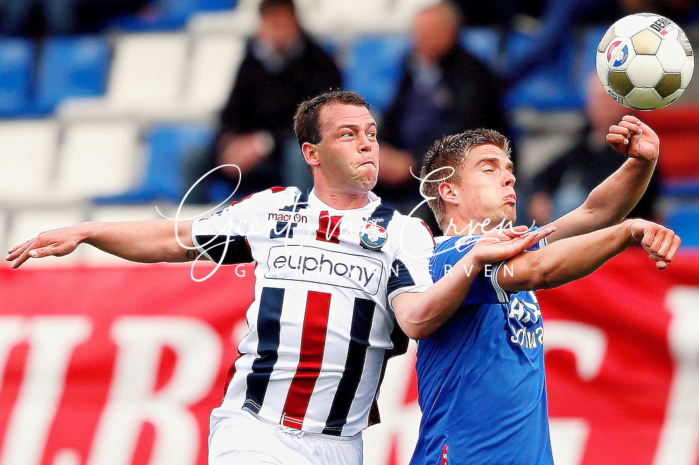 Onderwerp/Subject: Willem II - AZ Alkmaar - Eredivisie<br /> Reklame:  <br /> Club/Team/Country: <br /> Seizoen/Season: 2012/2013<br /> FOTO/PHOTO: Nicky HOFS ( Nick HOFS ) (L) of Willem II in duel with Markus HENRIKSEN (R) of AZ Alkmaar. (Photo by PICS UNITED)<br /> <br /> Trefwoorden/Keywords: <br /> #04 $94 &plusmn;1355244121349<br /> Photo- &amp; Copyrights &copy; PICS UNITED <br /> P.O. Box 7164 - 5605 BE  EINDHOVEN (THE NETHERLANDS) <br /> Phone +31 (0)40 296 28 00 <br /> Fax +31 (0) 40 248 47 43 <br /> http://www.pics-united.com <br /> e-mail : sales@pics-united.com (If you would like to raise any issues regarding any aspects of products / service of PICS UNITED) or <br /> e-mail : sales@pics-united.com   <br /> <br /> ATTENTIE: <br /> Publicatie ook bij aanbieding door derden is slechts toegestaan na verkregen toestemming van Pics United. <br /> VOLLEDIGE NAAMSVERMELDING IS VERPLICHT! (&copy; PICS UNITED/Naam Fotograaf, zie veld 4 van de bestandsinfo 'credits') <br /> ATTENTION:  <br /> &copy; Pics United. Reproduction/publication of this photo by any parties is only permitted after authorisation is sought and obtained from  PICS UNITED- THE NETHERLANDS