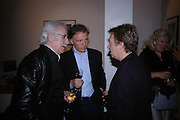 Bryan Wharton, Clifford Thurlow and  Andy Summers. Andy Summers photography exhibition. Beaux Arts Gallery. Cork St. 5 April 2005.  ONE TIME USE ONLY - DO NOT ARCHIVE  © Copyright Photograph by Dafydd Jones 66 Stockwell Park Rd. London SW9 0DA Tel 020 7733 0108 www.dafjones.com