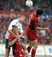 Fotball, Tippeligaen, 03 Juli 2005, Brann - Ham-Kam,  Knut Henry Haraldsen, Ham-Kam, i duell med Paul Scharner og Bengt Sæternes, Brann. Foto: Kjetil Espetvedt, Digitalsport.