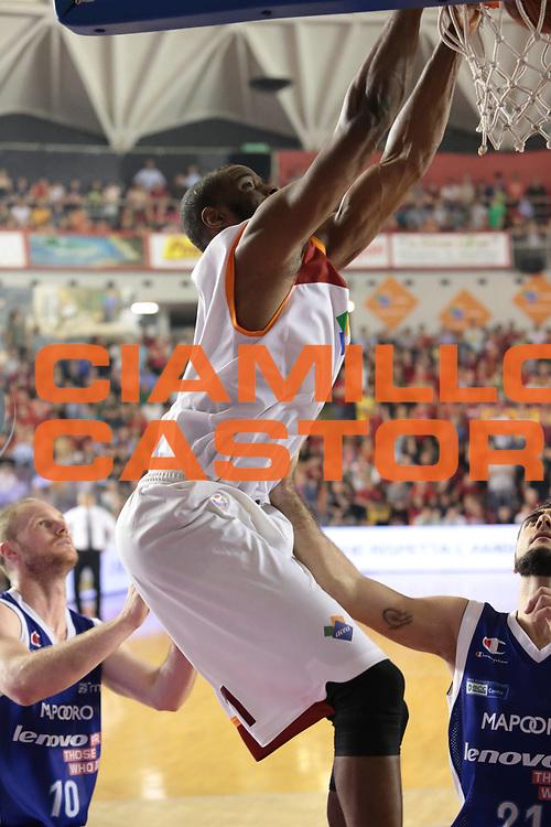 DESCRIZIONE : Roma Lega A 2012-2013 Acea Roma Lenovo Cantu playoff semifinale gara 7<br /> GIOCATORE : Lawal<br /> CATEGORIA : schiacciata<br /> SQUADRA : Acea Roma<br /> EVENTO : Campionato Lega A 2012-2013 playoff semifinale gara 7<br /> GARA : Acea Roma Lenovo Cantu<br /> DATA : 06/06/2013<br /> SPORT : Pallacanestro <br /> AUTORE : Agenzia Ciamillo-Castoria/M.Simoni<br /> Galleria : Lega Basket A 2012-2013  <br /> Fotonotizia : Roma Lega A 2012-2013 Acea Roma Lenovo Cantu playoff semifinale gara 7<br /> Predefinita :
