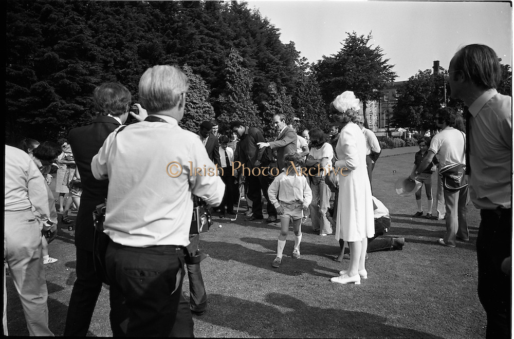 15/07/1972<br /> 07/15/1972<br /> 15 July 1972<br /> Muhammad Ali at Stewarts Hospital Fete, Palmerstown, Dublin. Ali practise his putting for the crowd.