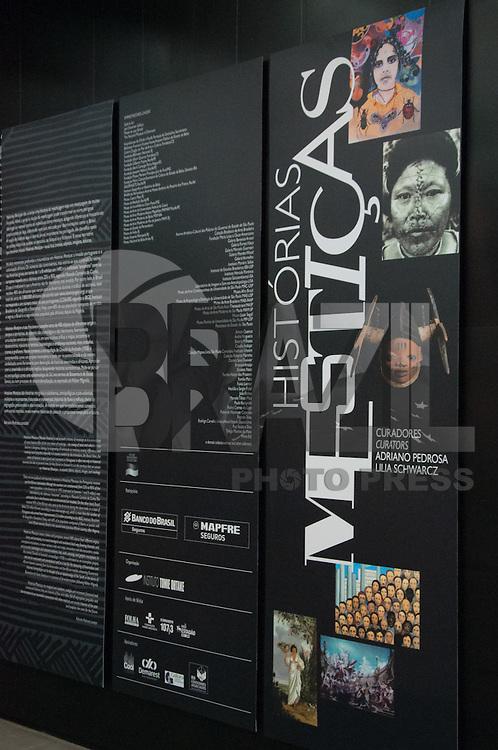 SÃO PAULO-SP-17,08,2014-INSTITUTO TOMIE OHTAKE/HISTÓRIAS MESTIÇAS - A exposição Histórias Mestiças cruza,fricciona e justapõe cerca de 400 objetos de diferentes origens,tempos,territórios de maniera não cronológica e não hierárquica favorecendo articulações temáticas e conceituais em sete núcleos:trilhas e mapas,encontros e desencontros,máscaras e retratos,cosmologias e emblemas nacionais.A exposição fica em cartaz de 16 de Agosto à 5 de Outubro.Terça à Domingo,das 11 h às 20 h e a entrada é gratuita.O instituto Tomie Ohtake fica na Avenida Faria Lima 201,região oeste da cidade de São Paulo,nesse domingo,17 (Foto:Kevin David/Brazil Photo Press)