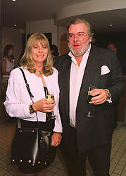 The HON.& MRS JOHN HESKETH at a dinner in London on 17th May 1998.<br /> MHO 7
