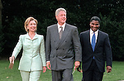 US President Bill Clinton with first lady Hillary Clinton and flanked by Transportation Secretary Rodney Slater walk across the South Lawn of the White House lawn September 10, 1998 in Washington, DC. Clinton announced a tentative settlement in the 13-day-old strike by Northwest Airline pilots.