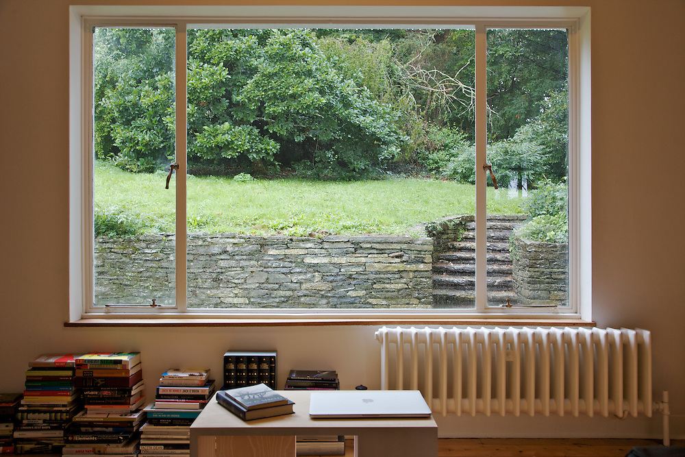 The downstair sitting room at Warren House, Wayne McGregor's Dartington Estate home in Devon<br /> Vanessa Berberian for The Wall Street Journal