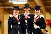 Prijsuitreiking ZZ Licht<br /> KNHS Indoorkampioenschappen 2010<br /> © DigiShots