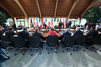 08 JUN 2015, ELMAU/GERMANY:<br /> Angela Merkel, Bundeskanzlerin Deutschland, Haider al-Abadi, Ministerpraesident Irak, David Cameron, Premierminister Vereinigtes Koenigreich, Ban Ki-moon, Generalsekretaer Vereinte Nationen, Grossbritannien, Jean Claude Juncker (abgeschnitten), Praesident Europaeische Kommission,  Guy Rider, Generaldirektor ILO, Roberto Azevedo (verdeckt), Generaldirektor WTO, Jim Kim, Weltbank, Nkosazana Dlamini-Zuma, Vorsitzende der Kommission der Afrikanischen Union, Shinzo Abe, Premierminister Japan, Ellen Johnson Sirleaf, Praesidentin Liberia, Barak Obama, Praesident der USA, Muhammadu Buhari, Praesident Nigeria, Francois Hollande, Praesident Frankreich, Macky Sall, Praesident Senegal, Matteo Renzi, Ministerpraesident Italien, Jose Angel Gurria, Generalsekretaer OECD, Christine Lagarde, Direktorin IWF, Donald Tusk (abgeschnitten), Praesident des Europaeischen Rates, Jacob Zuma, Praesident Suedafrika, Stephen Harper, Premierminister Kanada, Beji Caid Essebsi, Praesident Tunesien, (ab vorne Mitte im Uhrzeigersinn), vor Beginn der Sitzung der G7-Regierungschefs mit Vertretern afrikanischer Staaten (den sog. Outreach-Staaten) und internationaler Organisationen zu den Themen Entwicklungszusammenarbeit, Frauen und Gesundheit,<br /> Schloss Elmau<br /> IMAGE: 20150608-01-039<br /> KEYWORDS: Garmisch-Patenkrichen, Übersicht, overall view, G7 Summit
