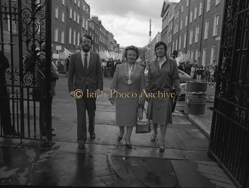 Irish Nurses Organisation Protest..28.05.1986..05.28.1986..28th May 1986..In protest against proposed health cuts the Irish Nurses Organisation organised a protest march to Dail Eireann. Nurses from all over Ireland were represented at the march...Photograph of INO leaders Mr John Pepper,General Secretary,Ms Bridget Butler,President INO and Ms Ita O'Dwyer entering Leinster House to meet with the Minister,Mr Barry Desmond TD.
