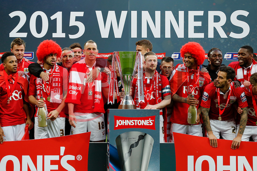 Bristol City players lift the Football League Trophy after thay win the match 2-0 - Photo mandatory by-line: Rogan Thomson/JMP - 07966 386802 - 22/03/2015 - SPORT - FOOTBALL - London, England - Wembley Stadium - Bristol City v Walsall - Johnstone's Paint Trophy Final.