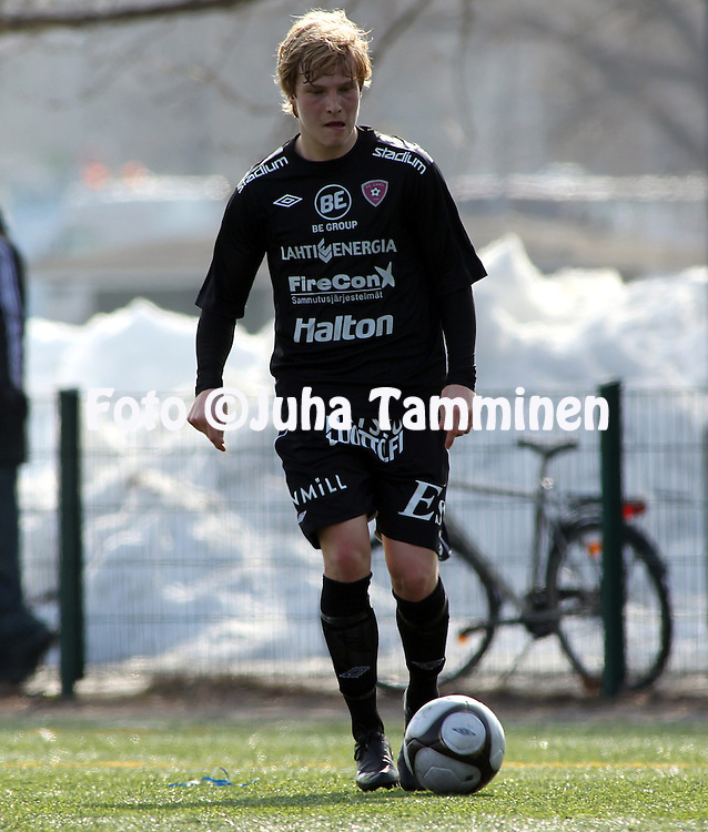 01.04.2010, Kisapuiston tekonurmi, Lahti..Harjoitusottelu FC Lahti - FC KooTeePee.Riku Heini - FC Lahti.©Juha Tamminen.