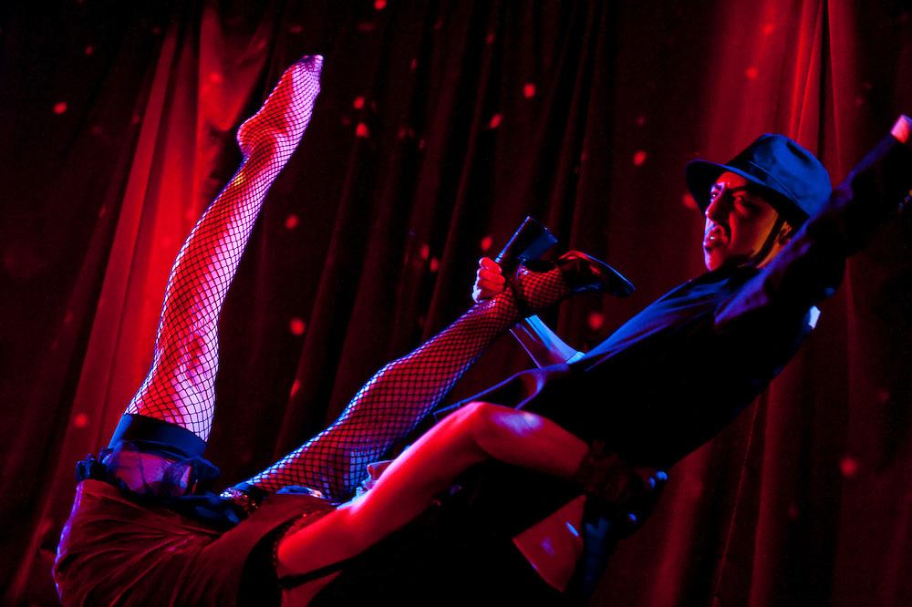 Cabaret Dada Queer -- Spectacle de clôture, animé par Stéphane Crête. Avec: 2boys.tv, Coral Short, Mado Lamotte, Suzanne Lemoine, Les Moitsutoitsous, Alexandre St-Onge, Jean-Frédéric Messier, Susana Cook (New York), Paul-Patrick Charbonneau, Plastik Patrik et Sunny Duval, Les Walkyries (Sergio & Vanessa) à La Sala Rossa, vendredi 12 février 2010.